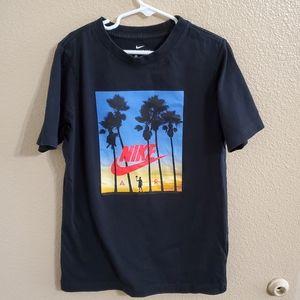 Nike Boys T Shirt size Medium